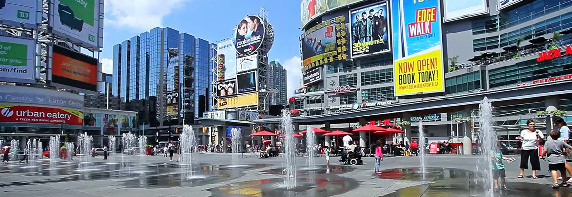 downtown-toronto-dundas-square-